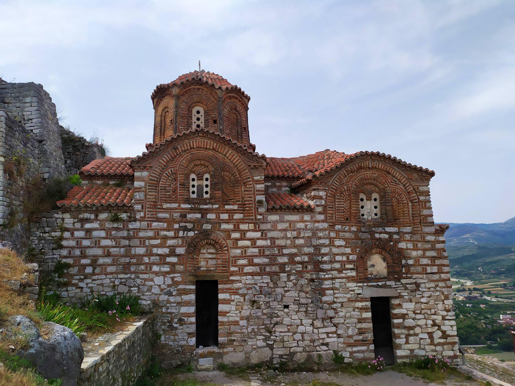 ναός της Αγίας Τριάδος στο Κάστρο Μπερατίου