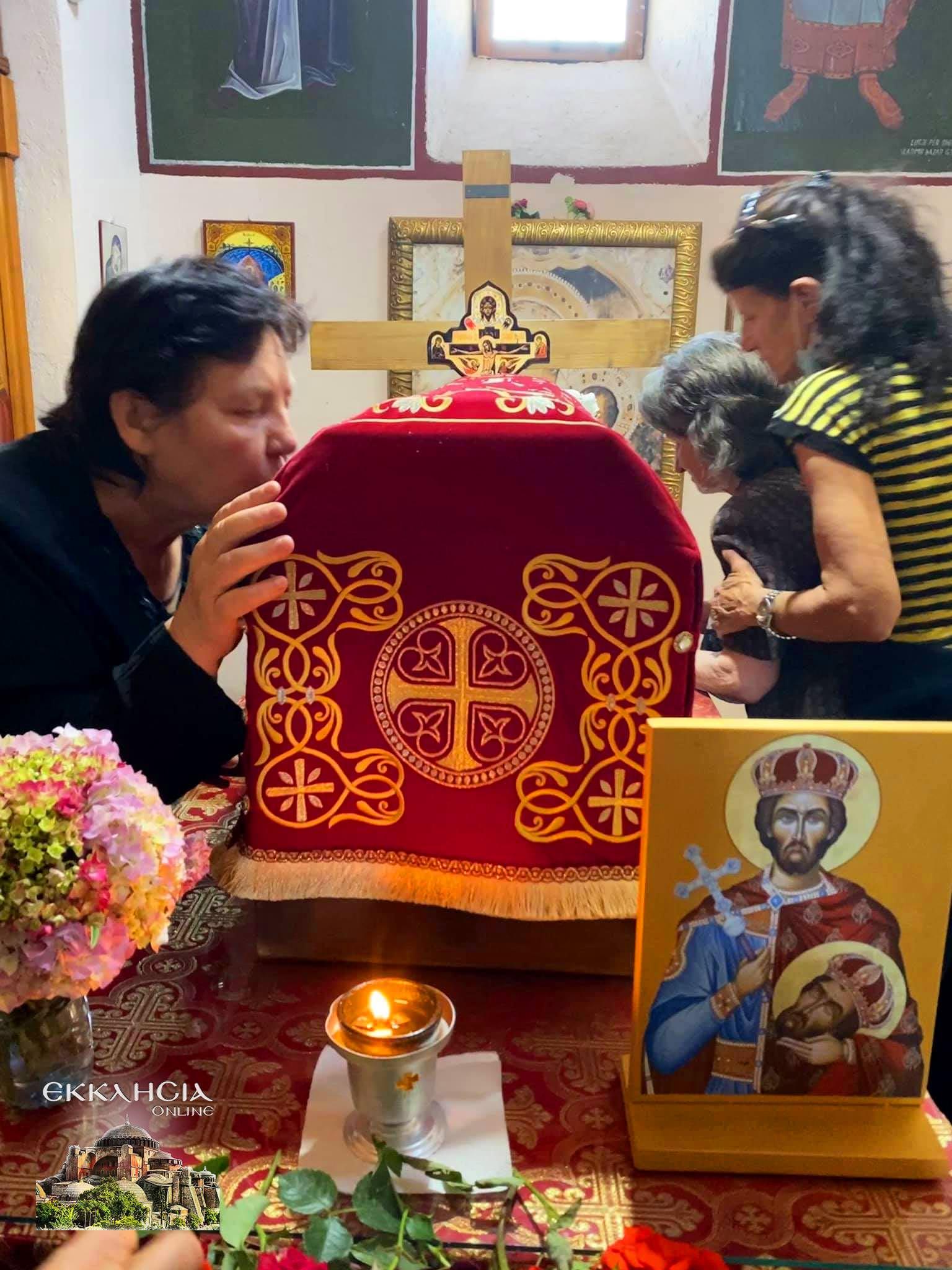 Προσκύνησαν θαυματουργά λείψανα του αγίου Ιωάννου του Βλαδιμήρου Αλβανία Ελμπασάν