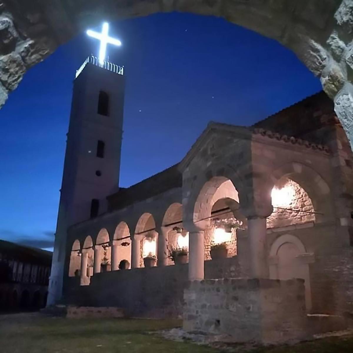 εκκλησία νύχτα
