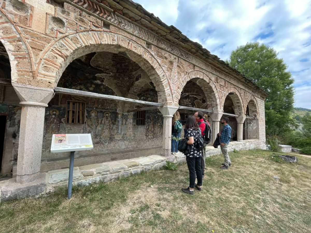 τουρίστες μνημεία της Αλβανίας