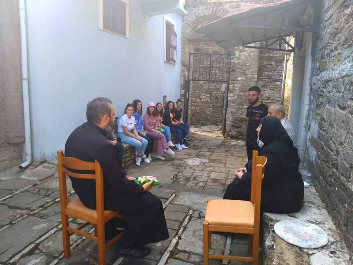 Νέοι και νέες σε προσκύνημα στη Μητρόπολη Αργυροκάστρου