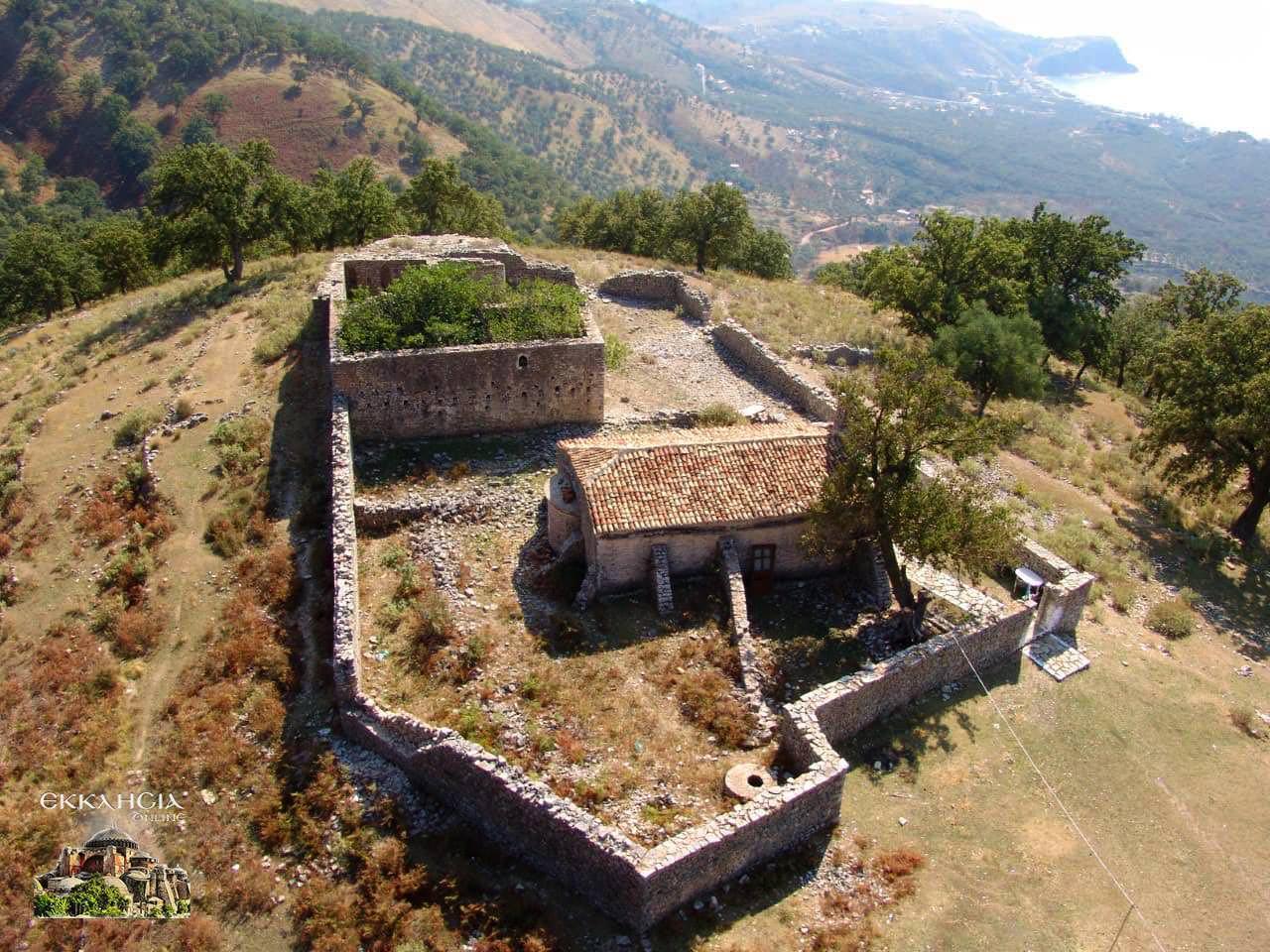 ερειπωμένα ιστορικά μοναστήρια Χειμμάρα
